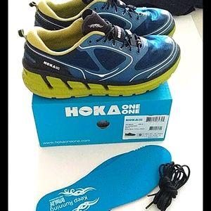Hoka mens 9 conquest navy blue/ lime